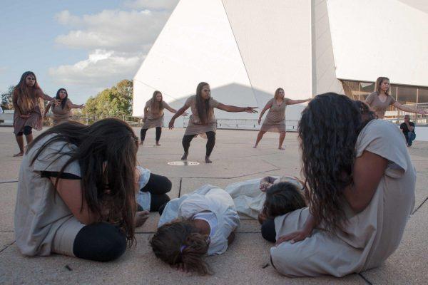 Our-Mob-Performance-Kurruru-workshop_2016_Lara_Merrington-6193